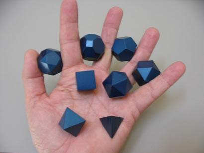 """8 solides géométriques dans une main """"name ="""" 8 solides géométriques dans une main """"width ="""" 410 """"height ="""" 307 """"border ="""" 0 """"/></p> <p>Un ensemble complet de 8 solides, soigneusement rangés dans le paquet spécial de palourdes,<br /> est à vous pour seulement 35 $. Moins cher qu'une enclume en fonte.</p> <p><center></p> <p><! –</p> <p>  <FORM ACTION="""